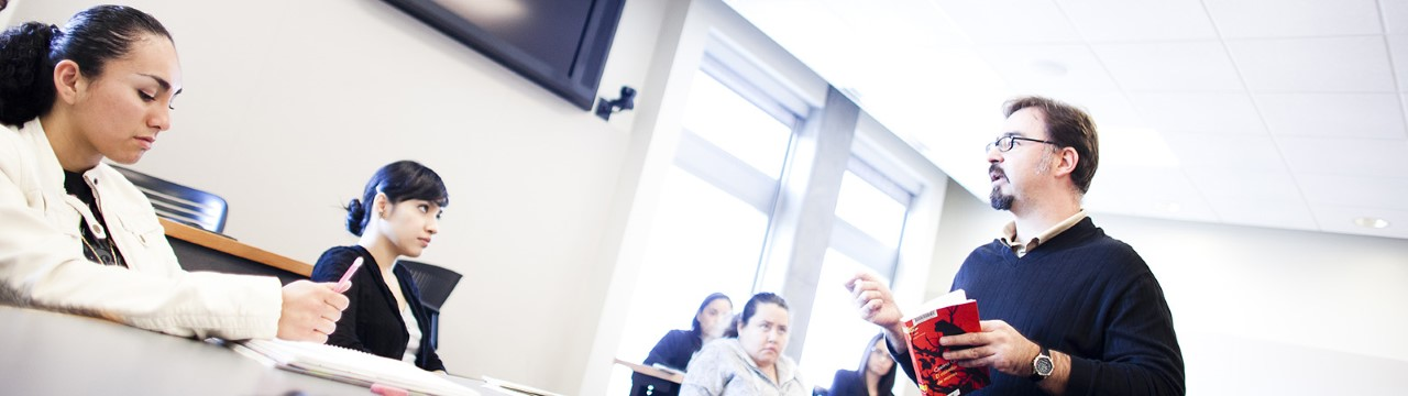 Professor Ignacio López-Calvo teaching his course.